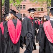 ¿Cuánto ganan los graduados de carreras Universitarias?